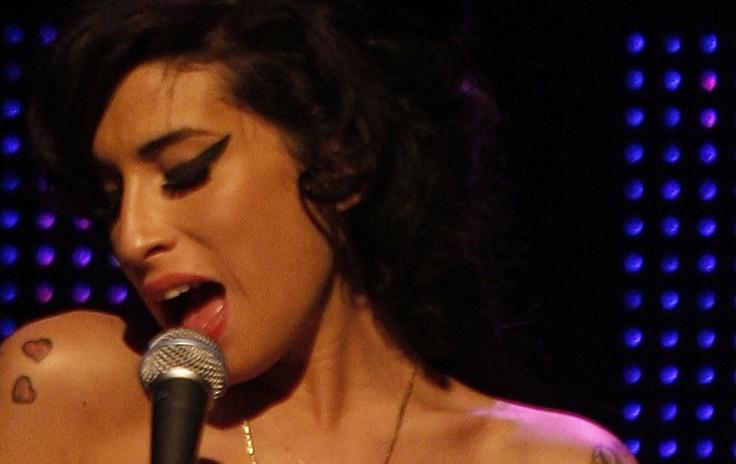 O mundo perdeu a voz poderosa e talentosa de Amy Winehouse, uma artista diferenciada, que ficará eternizada na galeria dos grandes artistas que, pós geração dos anos 60, se tornam cada vez mais raros no mundo contemporâneo - Haroldo Marinho.