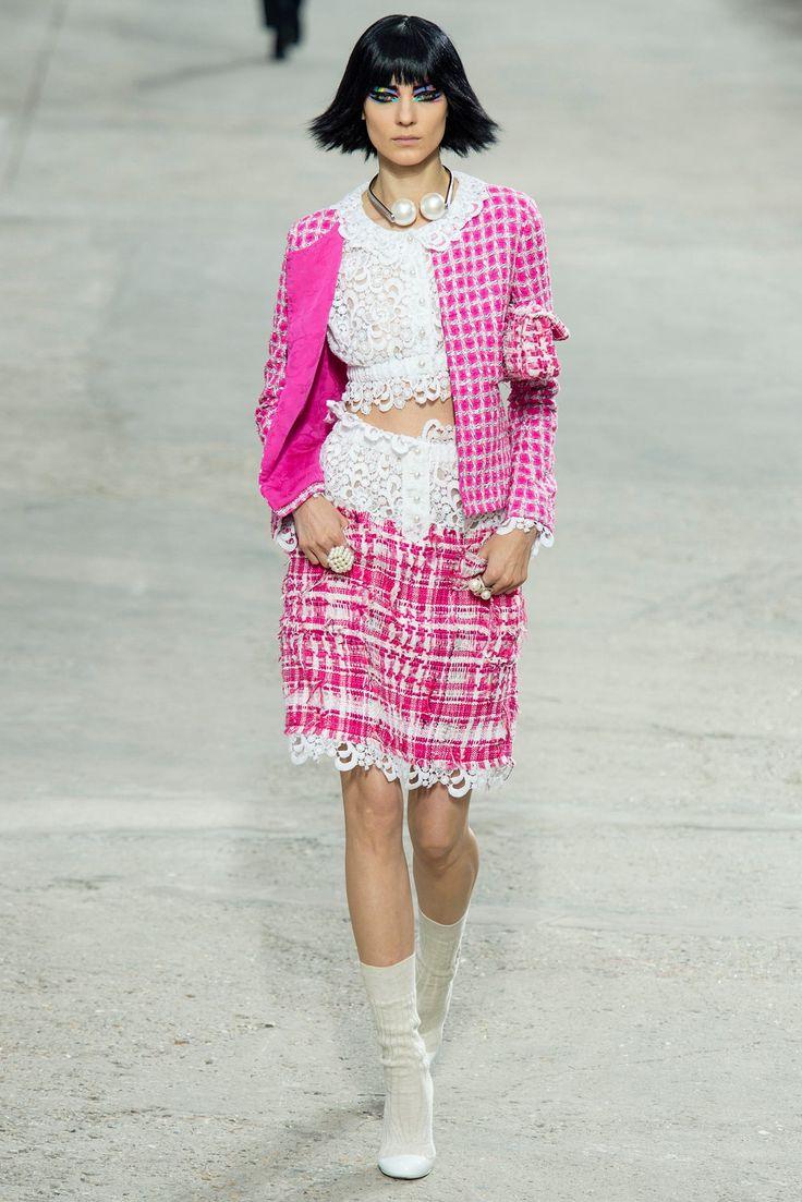 Chanel Spring 2014 Ready-to-Wear Fashion Show - Kati Nescher (Viva)