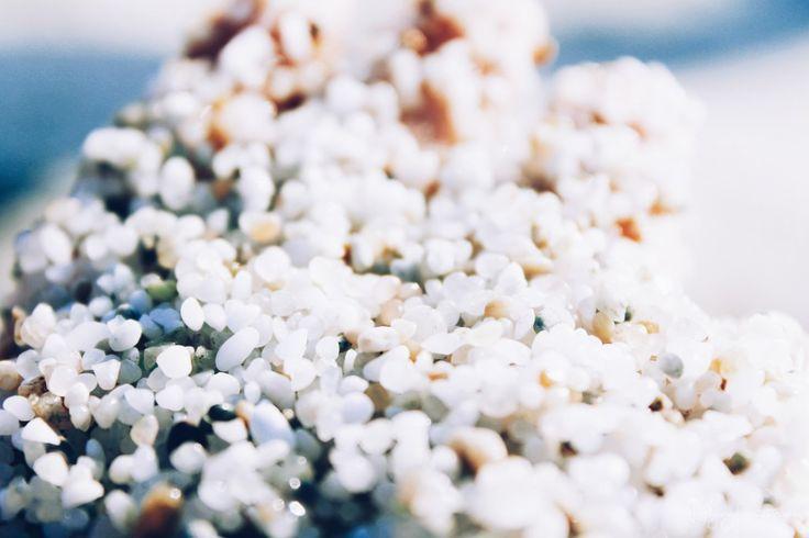 Les jolis grains de quartz amassés sur la plage d'Is Arutas en Sardaigne