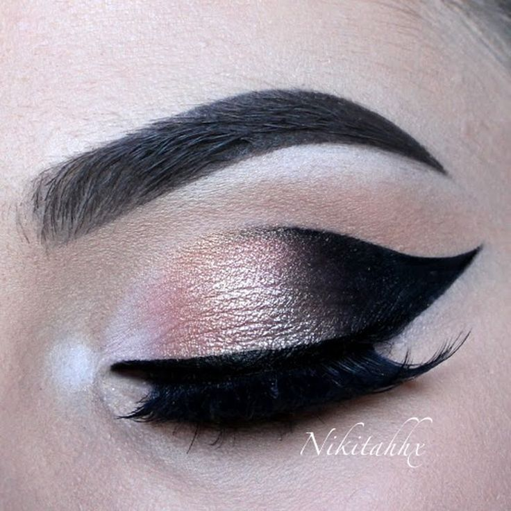 Pile on the drama and opulence with stunningly precise cat eye liner. Check out this video to snap up Nikita R's style.