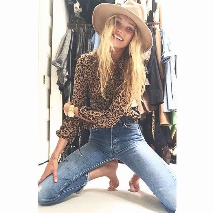 Jeanssamlingen är enorm. Supermodellen Elsa Hosk är en äkta denimnörd och vet precis vad hon är ute efter. Nu har hon lanserat sin egen jeansmodell. Av Sofie Zettergren Lägenheten hemma i Tribeca, New York, svämmar snart över av jeans. Levi's, helst från 1970-talet. Lyckligt-vis har hon just köpt en större våning i Soho så nu…