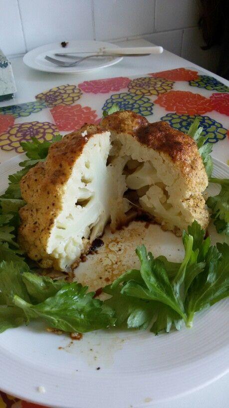 Roasted cauliflower  Cavolfiore marinato in yogurt e spezie e cotto intero al forno
