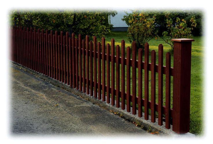 Ett vackert staket i gammal stil ger...