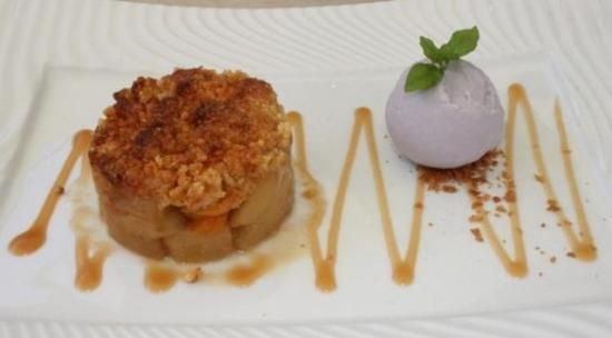 Crumble de pommes et abricots de Provence aux céréales, crème glacée à la lavande @L a Table d'Yves sur mon-assiette.com