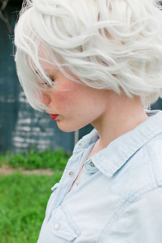white hair. --> how-to.
