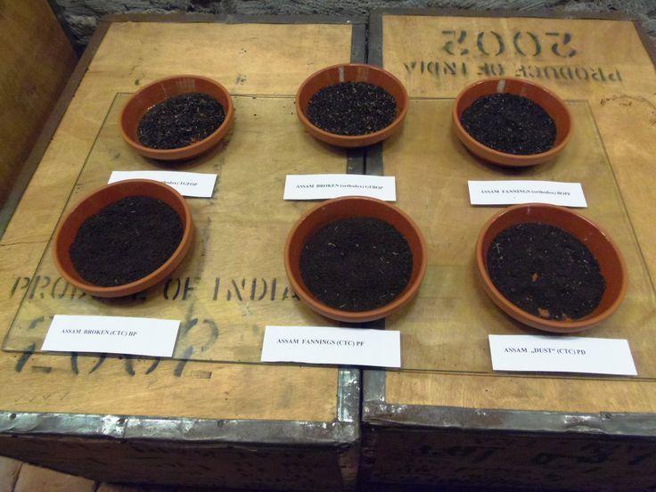 Verschiedene Sorten Assam-Tee im Ostfriesischen Teemuseum in Norden. Hier kann man auch an einer Verkostung teilnehmen.