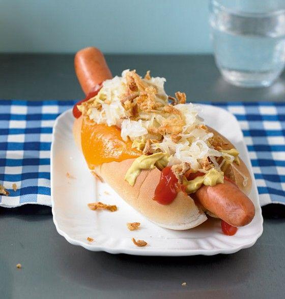 Hot Dogs mit Sauerkraut: Das klassische Street Food in amerikanischen Großstädten. Wir machen es einfach bei uns zuhause und träumen von New York, L.A., Chicago, Washington...