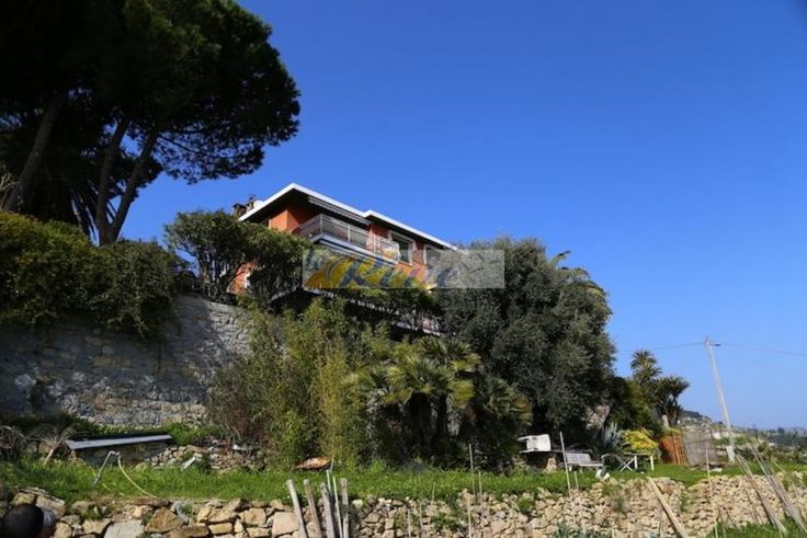 Property for sale in Liguria, Imperia, Bordighera‎, Italy - Italianhousesforsale - http://www.italianhousesforsale.com/view/property-italy/liguria/imperia/bordighera/1929873.html