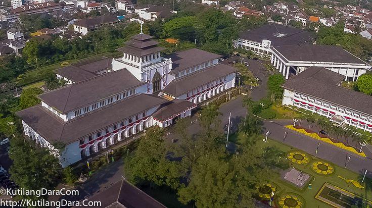 #GedungSate in the #morning #Bandung #JawaBarat #100MFromTheTop #Indonesia // @infobdg @ilovebandung #fotoudara