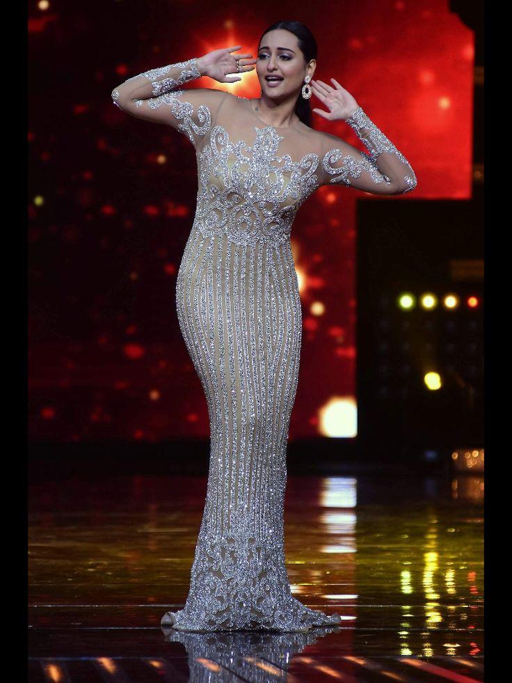 "Sonakshi Sinha Looks Hot On The Sets Of Star Plus' Dance Reality Show ""Nach Baliye"" Season 8 in Mumbai."