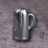 """Hohler Silber-Maßkrug mit Hopfen und Ähren als Symbol für das Reinheitsgebot und dem Spruch """"Hopfen  und Malz - Gott erhalts"""". Als Öse für die Aufhängung dient der Henkel. Trommelpoliert."""