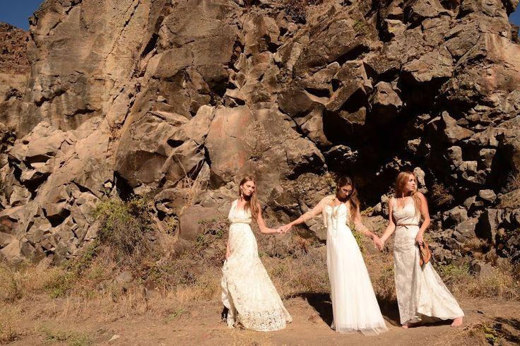 picnic at hanging rock and strange Did it really happen: picnic at hanging rock film whether picnic at hanging rock is fact or fiction but a lot of very strange things have happened around the area of hanging rock - things that have no logical explanation.