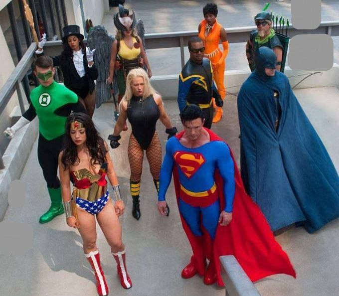 Characters: Green Lantern, Zatanna, Wonder Woman, Hawkgirl, Black Canary, Superman, Black Vulcan, Vixen, Green Arrow, Batman…