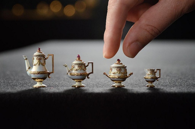 miniature tea service: British Monarchy, Miniatures Teas, Teas Pots, Buckingham Palaces, Teas Service, Queen Alexandra, Minis Teas, Fabergé Exhibitions, Miniatures Pots