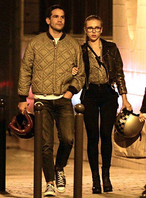 Scarlett Johansson and her fiancé, Romain Dauriac have dinner in Paris