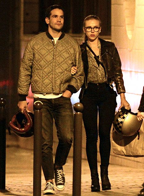 Scarlett Johansson and her fiancé, Romain Dauriac have dinner in Paris