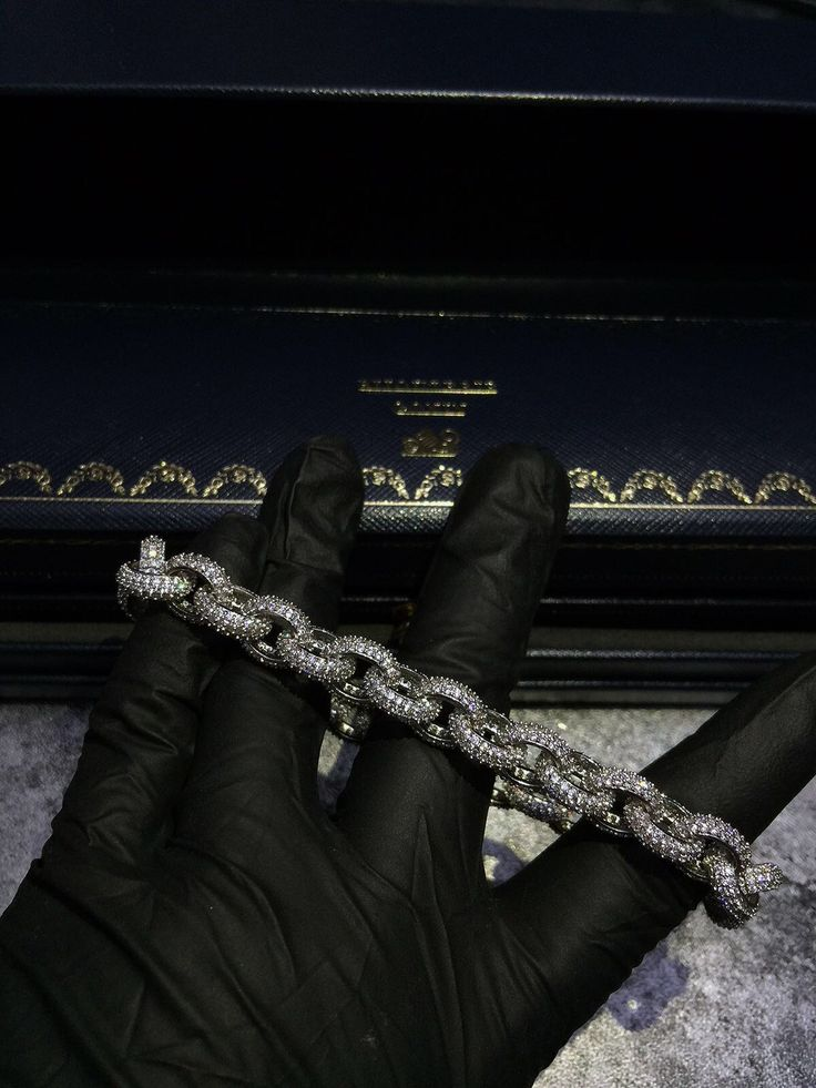 Hermes link 8mm Drake  pendant & necklace are now live on https://www.bijouteriegonin.com jesus piece #jewelry#jewellery#necklace#chain#bracelet#gold#silver#platinum#sterlingsilver#10k#14k#18k#24k#24kjewelry#diamond#ring#vvs#bezel#herringbone#cubanlink#miamicubanlink#goldfilled#solidgold#micropave#pendant#kilo#jesuspiece #bapenecklace #bapependant#takashimurakami #spinningflower #hypebeast #vegetanecklace #dbz #dragonball #supermario #mariobros