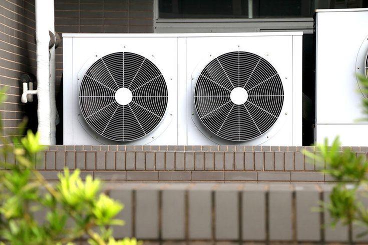エアコンの室外機は掃除が必要 意外と知らない室外機の役割とは 暮らしの知識 オリーブオイルをひとまわし 室外機 掃除 エアコン