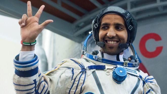 رائد الفضاء الإماراتي هزاع المنصوري يصل إلى محطة الفضاء الدولية Astronaut First Astronaut What Is Like
