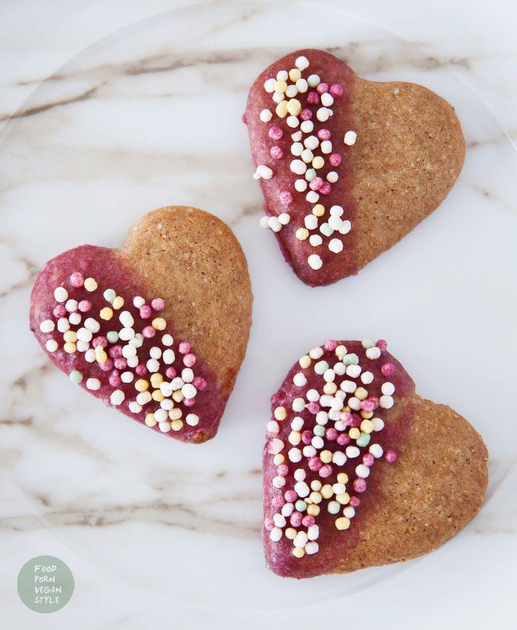 """Vegan almond-chestnut """"heart"""" cookies with pink icing and sprinkles (gluten-free, refined sugar-free). Great for Valentine's Day or an everyday snack / Wegańskie ciastka migdałowo-kasztanowe serca z różowym lukrem i kolorową posypką. Świetne na Walentynki ale też na co dzień jako słodka przekąska. (bez glutenu i rafinowanego cukru)"""