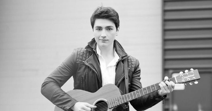 Brendan Murray will represent Ireland at the 2017 Eurovision Song Contest.