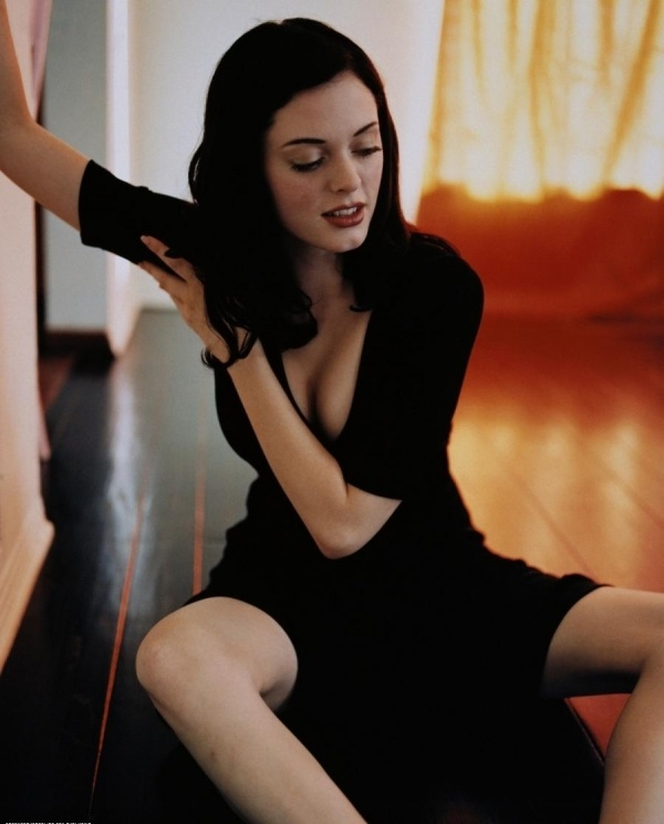 Rose McGowan, love her look.