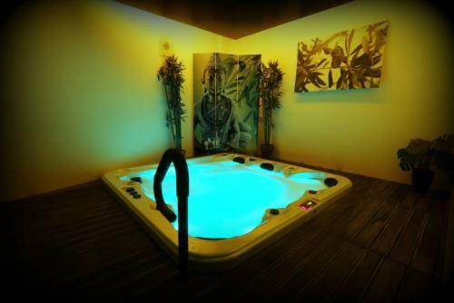 best 25 spa privatif ideas on pinterest hotel avec spa privatif week end spa privatif and. Black Bedroom Furniture Sets. Home Design Ideas