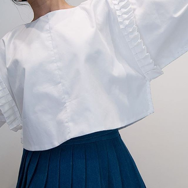 [Ruffleated Blouse - Risa] Solid, White . www.inohjudan.com www.inohjudan.co.kr . #researcH #byinohjudan #researcH_by_Inohjudan  #try_BEST #make_BEST #moderntradition #RTW #womenswear #fashion #moment #culture #inohjudanfromla #LA #이노주단 #inohjudan . COPYRIGHT (C) 2012 - 2017 INOHJUDAN. ALL RIGHTS RESERVED. 이노주단 특허출원 상품입니다. 디자인 불법도용을 금지하며 이에대해 법적으로 대응함을 알려드립니다.