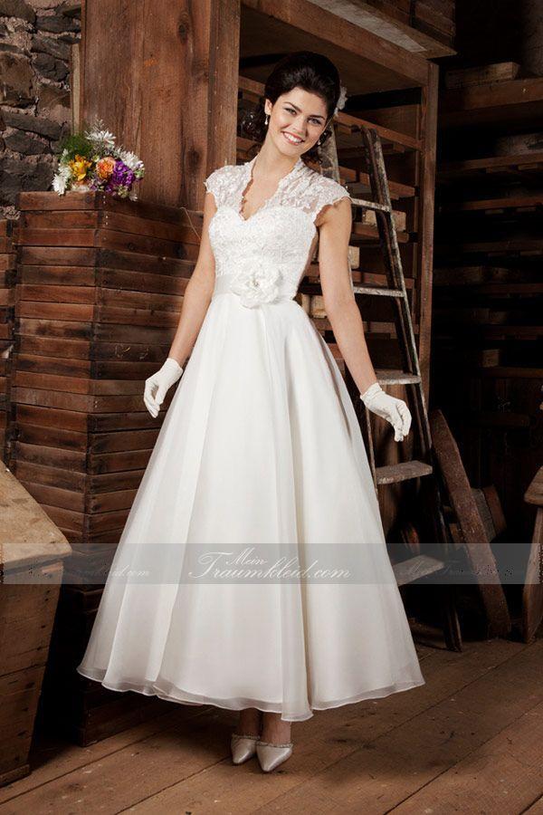 Traumhaftes knöchellangeses Prinzessin Brautkleid mit V-Ausschnitt aus Organza