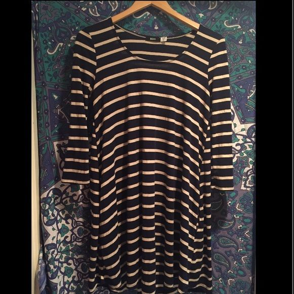 NWT Navy/Cream 3/4 Sleeve Swing Dress A great little dress for everyday wear or a special occasion! Breathable jersey gives this dress a great swing. Bought at Urban Outfitters. NWT. BDG Dresses Mini