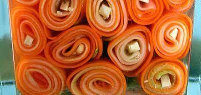 Домашние заготовки. Праздничные закуски  И вот наступила осень - торопимся делать домашние заготовки, чтобы сохранить урожай! И уделим немного времени, чтобы приготовить праздничные закуски!  Рецепт из овощей, из самых обычных овощей - из моркови и огурцов! Но настолько эффектно подано, что закуска заслуживает подачи на праздничный стол! А что? - полезно, вкусно, красиво! А еще - довольно простой рецепт! Просто следует приготовить - хотя бы для пробы!