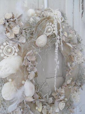 fairything:  (via gustaviaans: Mijn schelpenkrans….. met kant!!)