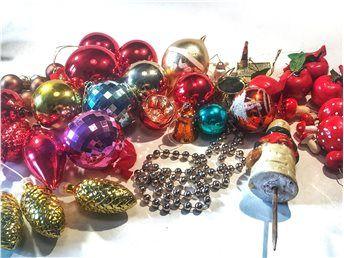 Stor samling gammalt julpynt glas kulor kottar klockor girlang svampar Swedish vintage Christmas ornaments glass balls retro Christmas decorations