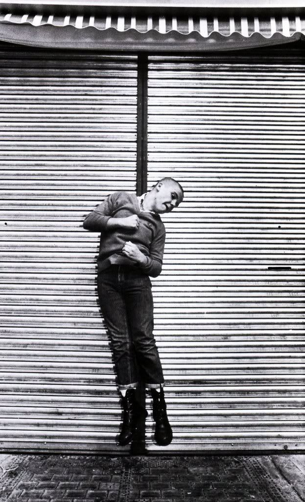 Really interesting use of the line in the background. Skinhead by Nick Knight. S)
