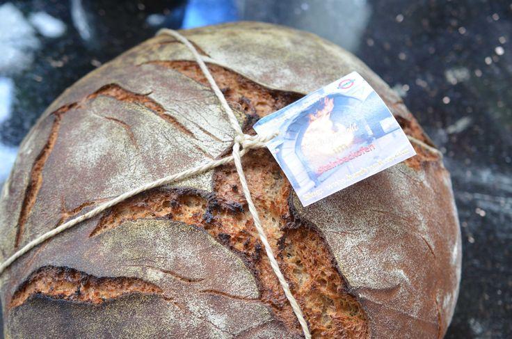 Selbstgemachtes Brot aus dem Steinbackofen, sieht aus und schmeckt wie Früher