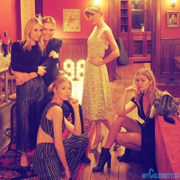 Taylor Swift having dinner with top models - More at: http://www.mycelebrity.eu/taylor-swift-dinner-instagram-pictures-with-top-models/