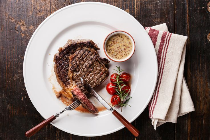 Peper-roomsaus is een klassieker op de bistrokaart. Heerlijk bij varkenshaas, biefstuk of een stukje gebakken kip.…