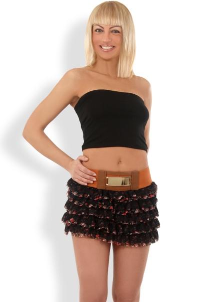Abbigliamento da Donna  http://www.abbigliamentodadonna.it/minigonna-trendy-balze-p-974.html  Cod.Art.001003 - Minigonna trendy a balze costituita da fasce sovrapposte in pizzo ricamato e tessuto a tema floreale per un effetto sbarazzino che esaltera' il tuo lato sexy e vivace.