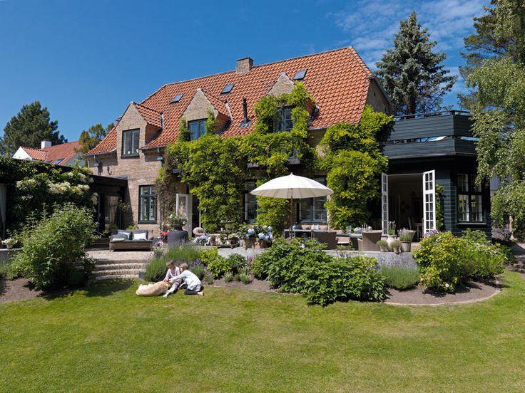 Modern életstílus és finom antik részletek - tágas, világos családi ház 2