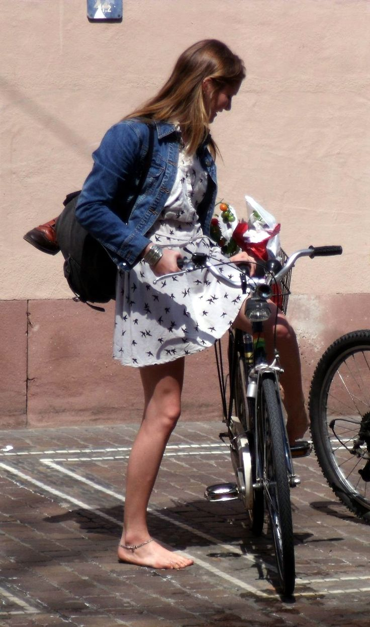barefoot bike girl | Barefoot Bicycle Girls | Pinterest ...