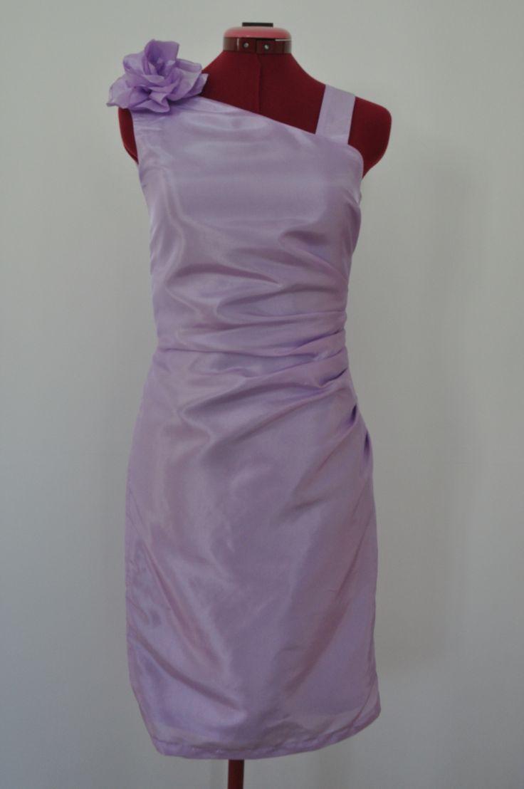 robe demoiselle d 39 honneur asym trique chic et rouge. Black Bedroom Furniture Sets. Home Design Ideas