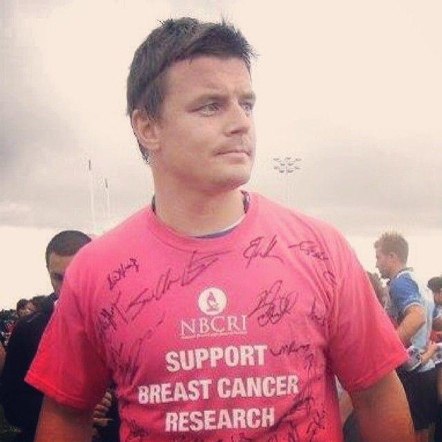We love this picture of Brian O'Driscoll supporting NBCRI #BOD #NBCRI #BreastCancerResearch