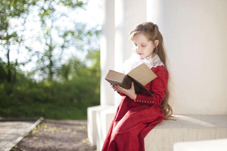 А вы любите читать книги?    Я на этом фото в усадьбе Знаменское-Губайлово с книгой о Гарри Поттере. Хотя на мне платье в стиле 19 века, книга не такая уж и древняя ))))😊    #книга #стилизованнаяфотосессия #красногорск #платье19века #историческоеплатье #гаррипоттер #солнечныйдень #fashion #fashionkids #model #modelkids #kidsmedia #навсе360 #усадьба #выходные #подмосковье #ultrakids