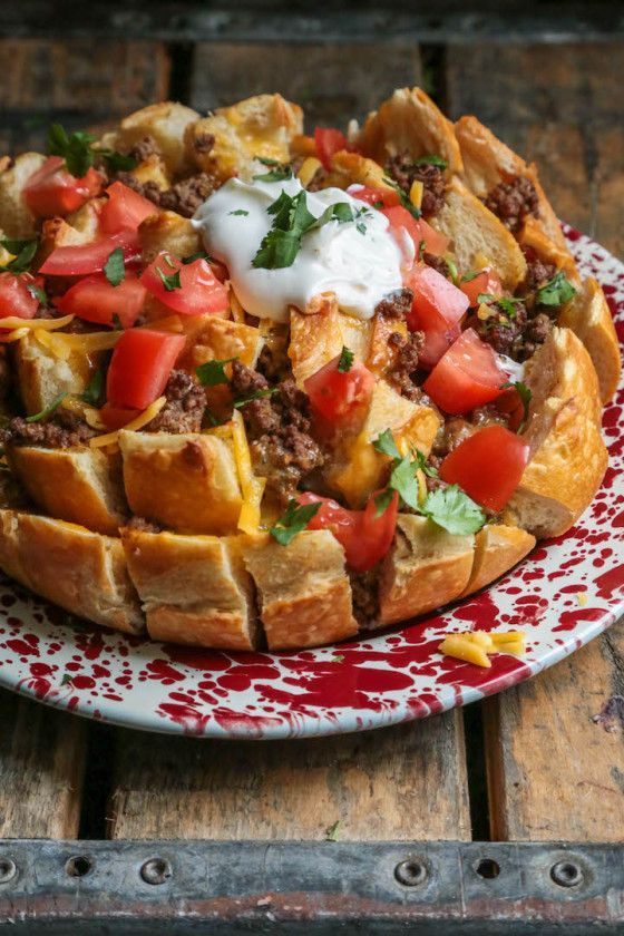 I'm so hungry now!! :: Easy Taco Pull Apart Bread - http://www.countrycleaver.com