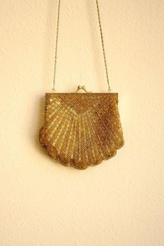 precious in gold.: 2Dayslook Purses, Golden Purses, Vintage Pur, Shells Golden, Pur 2Dayslook, Scallops Shells, Beads Scallops, 50S Beads, Purses 2Dayslook
