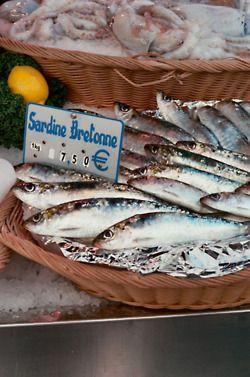EPA Eicosapentaenoic acid.  Mackeral, salmon, sardine, cod liver. Decreases CAD, athrosclerosis, hypertension, IBD inflammation, anticarcinogenic, RA anti-inflammatory, depression, psoriasis.