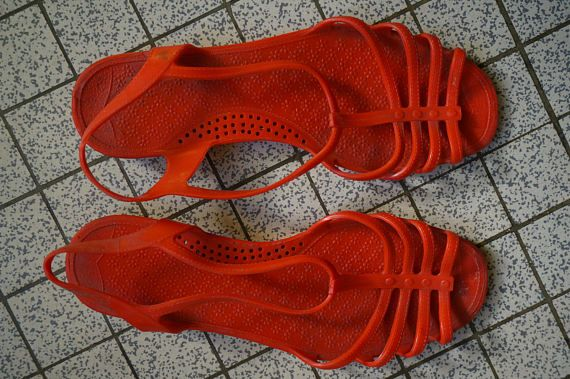 vintage 70s red plastic sandals 1970s summer beach shoes pin up rockabilly vlv