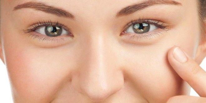 Come eliminare le borse sotto gli occhi in modo naturale. Scopri quali sono le cause delle #borse sotto gli #occhi, i #rimedinaturali più efficaci, i consigli utili per farle sparire velocemente e cosa fare per attenuare i segni della #stanchezza e il #gonfiore sotto gli occhi. #bellezza #donne