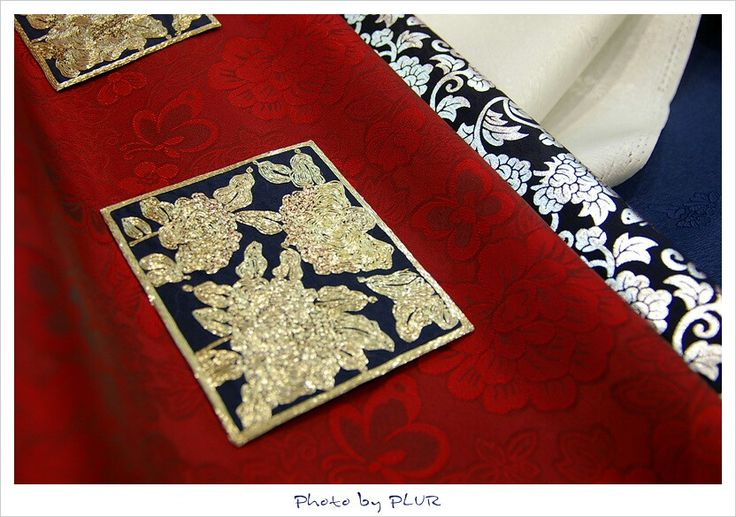 More close and details. Some materials and  for tradional formal dress(Hanbok, 한복) for men of Korea.