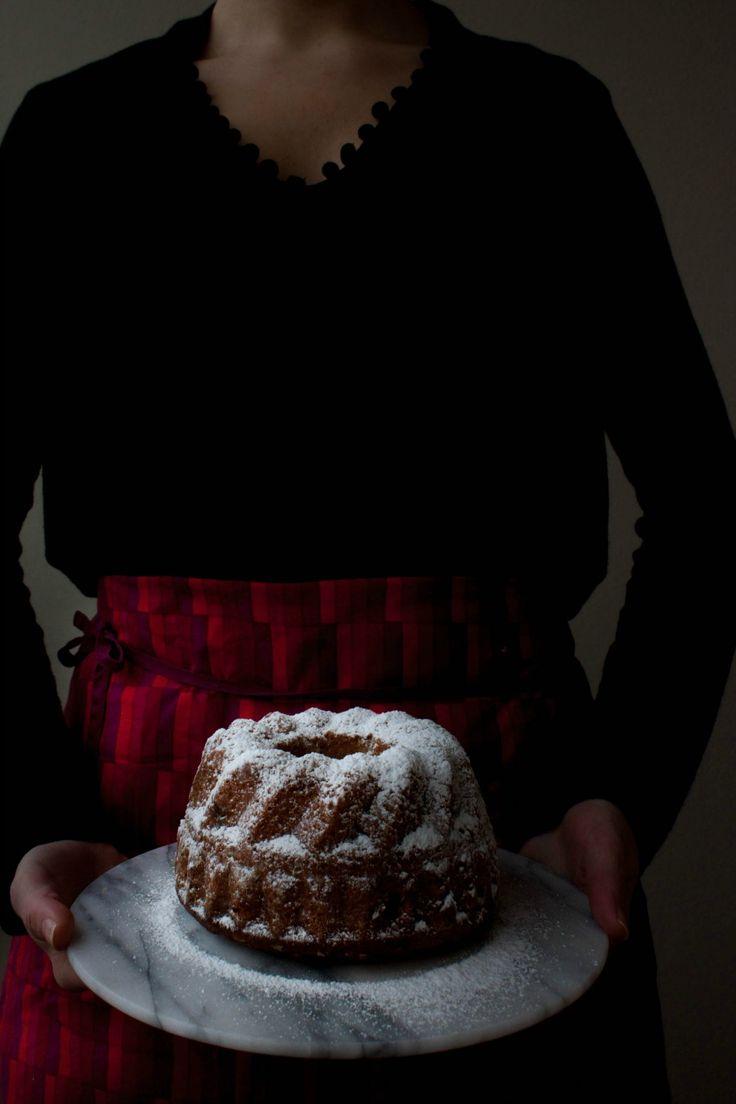 Finnish Christmas Date Bundt Cake with Whiskey :: My Blue&White Kitchen